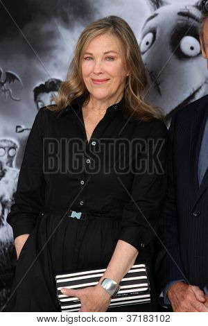 LOS ANGELES - SEP 24:  Catherine O'Hara arrives at the
