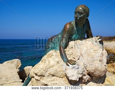 Sculpture Of Young Woman That Pays Homage To Aphrodite Sol Alter By Yiota Ioannidou Part Of A Famous