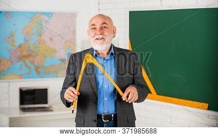 Experienced Lecturer. Mature Teacher Enjoy Teaching. Stem Subjects. Let Me Explain. Customized Learn