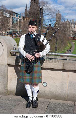 Edinburgh, Uk - April 26, 2013: Scottish Bagpiper Playing Music With Bagpipe At Edinburgh In Scotlan