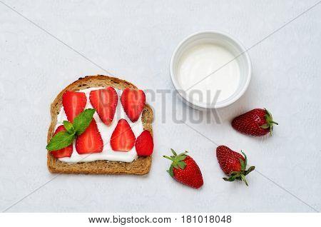 Healthy greek yogurt strawberry rye breakfast sandwich.