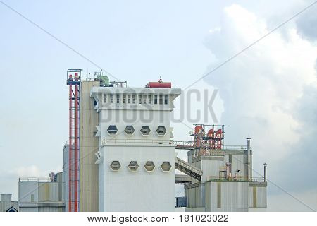 Factory of animal feed in the dayligth
