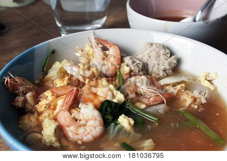 Sukiyaki with shrimp in broth and many kinds of vegetables in cup