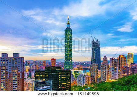 TAIPEI TAIWAN - NOVEMBER 18: Evening view of Taipei 101 and Xinyi financial district from Elephant mountain on November 18 2016 in Taipei