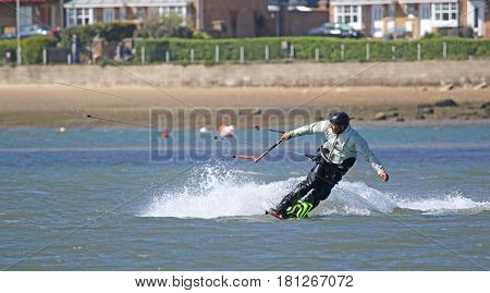 kitesurfer riding his board on toeside edge