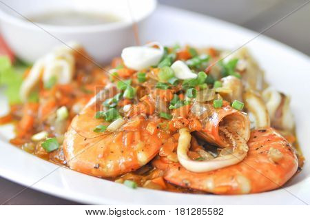 stired fried shrimp and stired fried squid dish