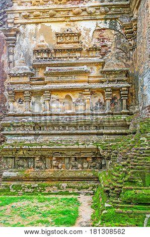 Decors Of Lankathilaka Temple