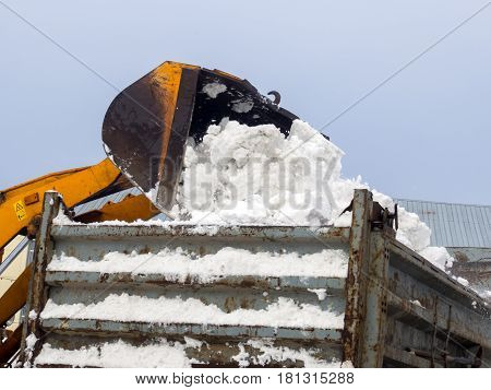 Loading snow into truck bodywork for removal