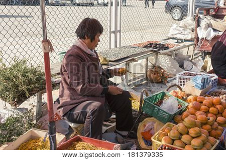 17Oct2014 -In Beijing China.A Chinese women was different fruits in market on raod