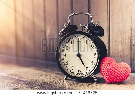 Love Clock Vintage Tone Timed 5 O'clock, Time Of Sweet Loving Past Memories Story On The Old Wood Ba