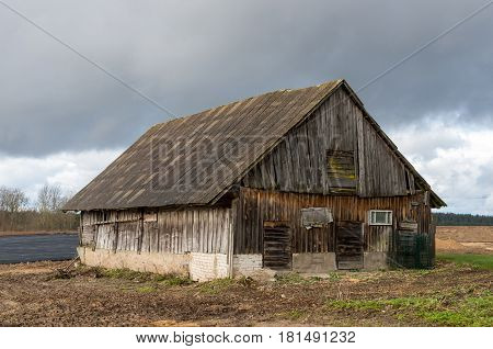 An old abandoned barn in rural depths