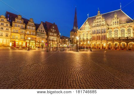 Ancient Bremen Market Square in the centre of the Hanseatic City of Bremen with famous City Hall, Church of Our Lady and Raths-Buildings, Germany