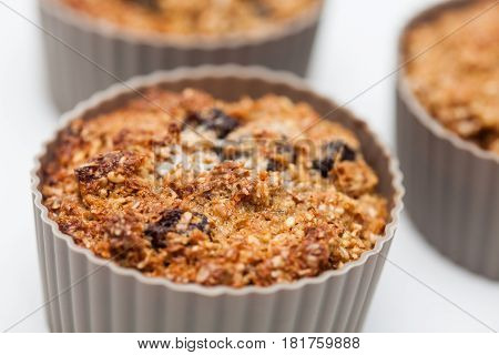 Wheat bran muffins preparation : Baked wheat bran muffins in a silicone baking cup