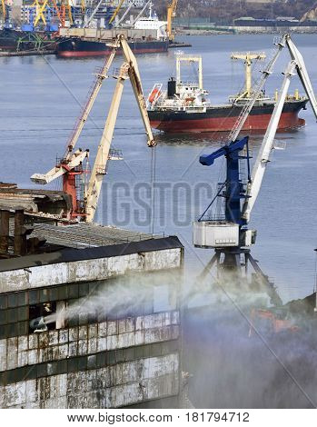 water cannon in the port watered the storehouse for coal for lack of dust