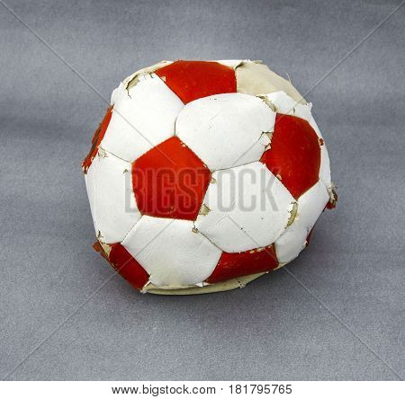 Exploded soccer ball, football must be unobstructed, football can not be obstacles,
