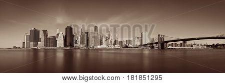 Brooklyn Bridge and downtown Manhattan skyline in New York City