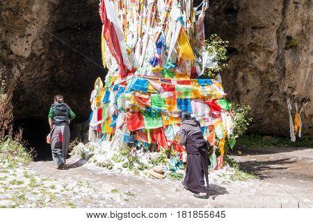 Langmusi, China - Sep 25 2014: Tibetan Pilgrim At Kirti Gompa (dacangnama Ge'erdisi) . A Famous Lama