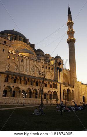 Mezquita de Suleymaniye en el atardecer de Istanbul
