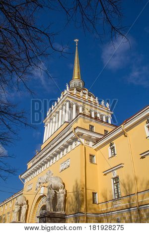 St. Petersburg-26.04.2017: Spire of the Admiralty in the center of St. Petersburg on the banks of the Neva River