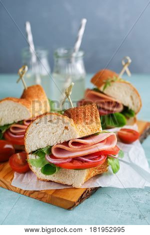 Sandwiches with ham with ham and tomatoes.