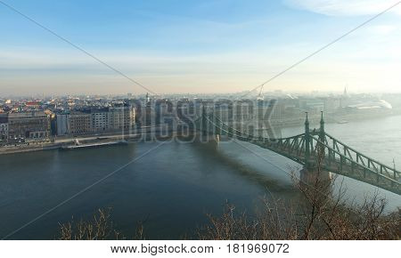 Picture of Budapest on a sunny morning