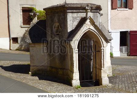 Monument to ancient fountain in La Chatre, France