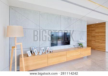Luxury Modern Home Interior Design - Living Room With Decorative Wall, Leather Furniture And Television