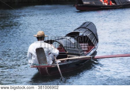 An Unrecognizable Chinese Oarsmen Sitting In The Wu Peng Chuan Or The Black Canopied Boats On The Ca