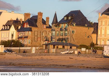 St Malo, France - September 14, 2018: Beach In The Evening Sun And Buildings Along The Seafront Prom