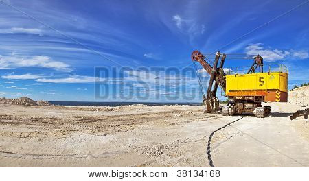Heavy excavator