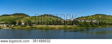 Enkirch, Rp / Germany - 31 July 2020: Panorama View Of The Village Of Enkirch And Rv Park In The Mos