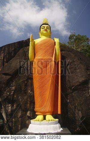 Sri Lanka - Cirka January 2020: Ancient Buddah Statue In Yatagala Temple