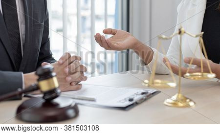 Attorneys or consultants work in the courtroom and negotiate with clients or complainants who want j