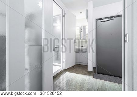 Pictures Of The Interior Of A Small Suite That Are Divided Into Usage Proportion