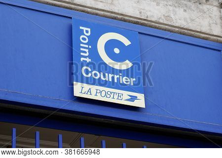 Bordeaux , Aquitaine / France - 08 16 2020 : Point Courrier La Poste Logo C And Text Sign On Street