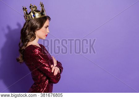 Profile Photo Of Attractive Lady Prom Queen Status Golden Crown Head Arms Crossed Arrogant Bossy Per