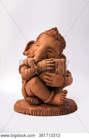 Homemade Lord Ganesha Idol Or Ganapati Bappa Murti Using Dissolvable Clay