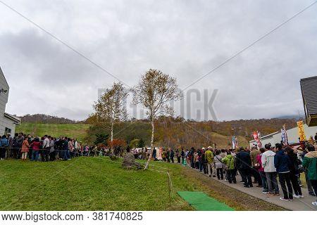 Naeba, Yuzawa, Niigata Prefecture, Japan - Oct 21 2019 : Tourists Line Up For The Dragondola In Summ
