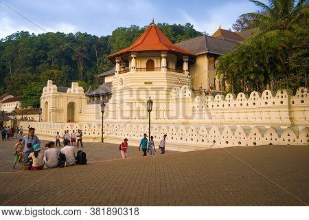 Kandi, Sri Lanka - March 16, 2015: Evening At The Temple Of The Tooth Relic (sri Dalada Maligawa)