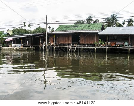water front at kwan riam floating market