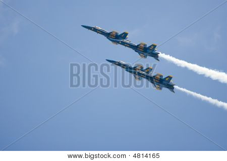 Four Of The Blue Angels Team Fly Past The Crowd At 500 Mph