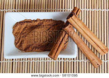 Organic cinnamon powder and sticks