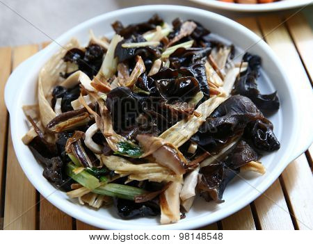 Chinese cooking fried fungus