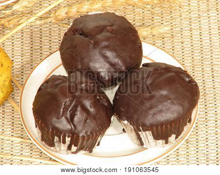 CHOCOLATE COATED MUFFINS ON A PLATE 22 kugf