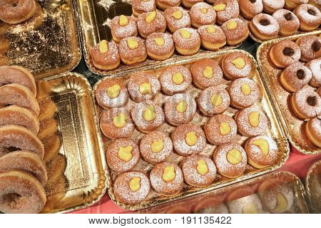 Many Donuts And Creamy Velvet For Sale In The Pastry Shop