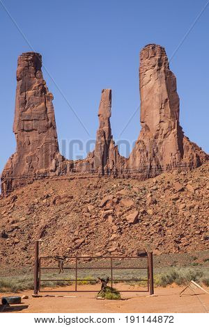 USA, Arizona, Rock formations in Monument Valley Navajo Tribal Park, Three Sisters Monument