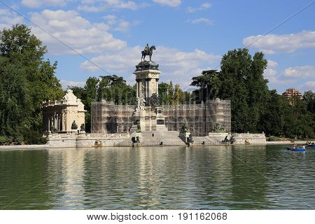 MADRID, SPAIN - MAY 24, 2014: This is Grand Pond and monument to king Alfonso XII in the Retiro park/