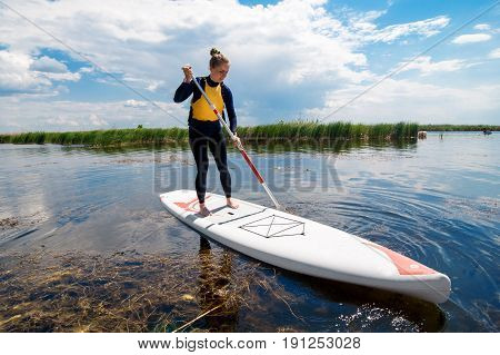 Sup Stand Up Girl With A Paddle 01