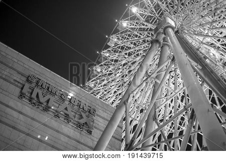 FERRIS WHEEL, MIRAMAR ENTERTAINMENT PARK, TAIPEI - JUN 16: The Ferris wheel at the rooftop of Miramar Entertainment Park in Taipei, Taiwan on Jun 16. It is 70m tall and the second tallest in Taiwan.