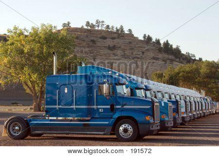 Semi New Trucks